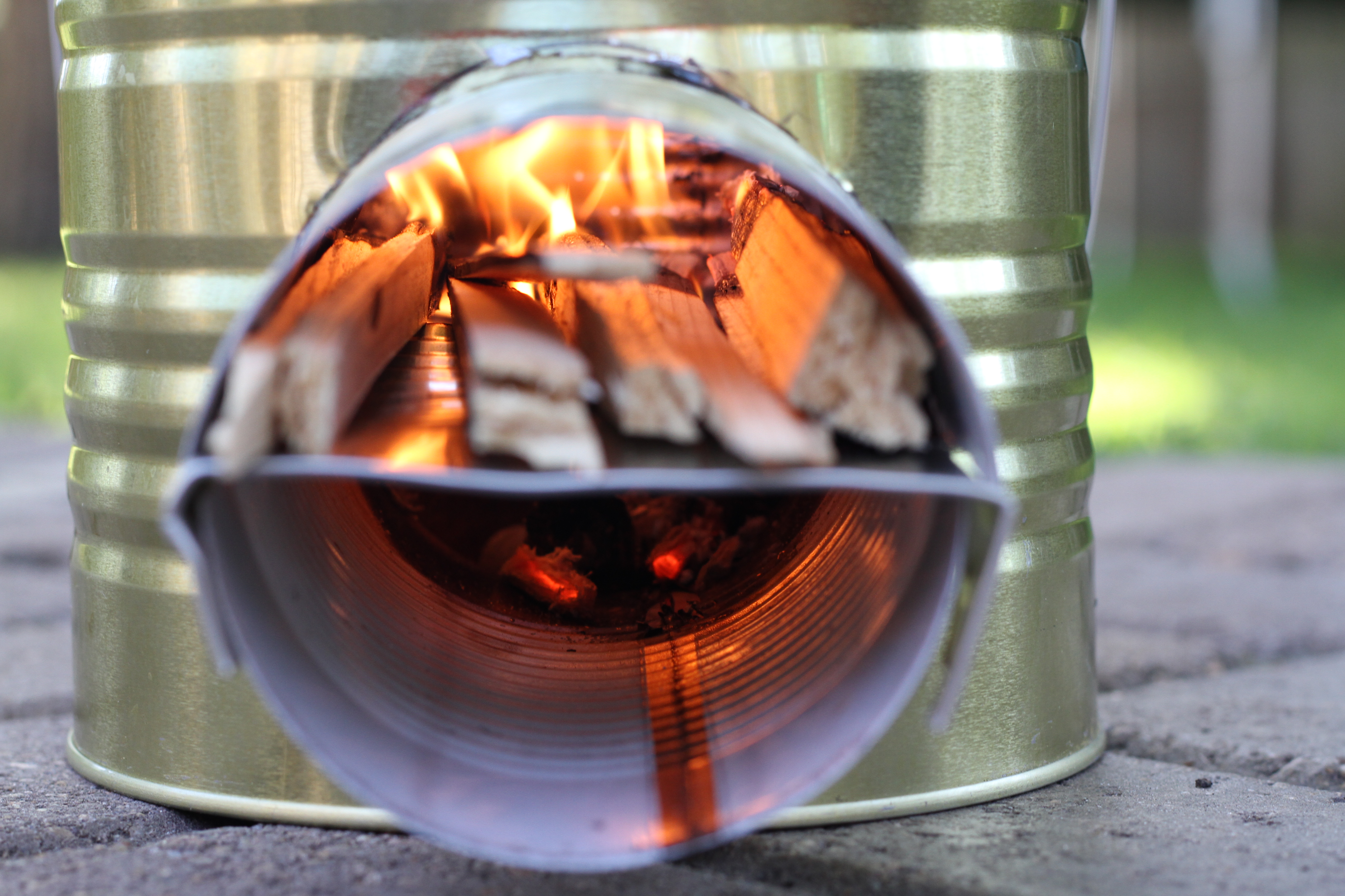 Rocket stove build one with a 10 can and some scraps for Make a rocket stove