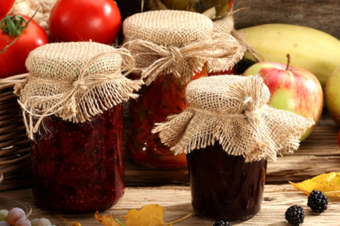 This is NOT Your Mama's Hot Pepper Jelly Recipe! Learn to make your own & other tips for making sure your own jam and jelly turn out great everytime! Prepared-Housewives.com #hotpepperjelly #makingjam #canning